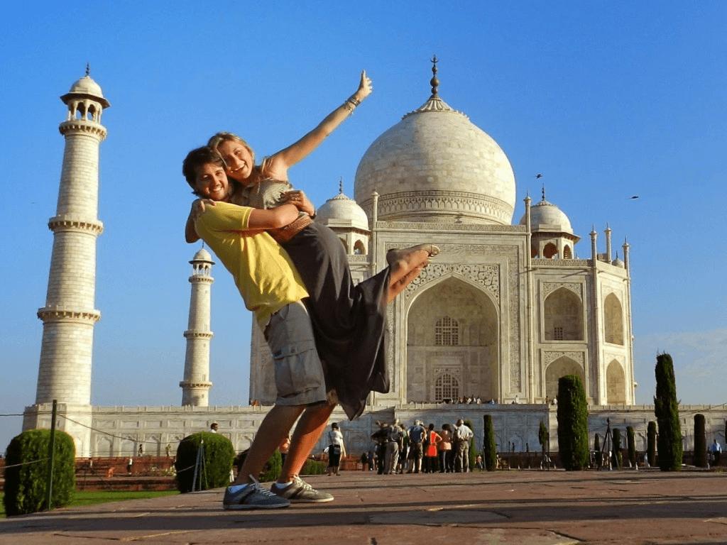 Namorados no Taj Mahal