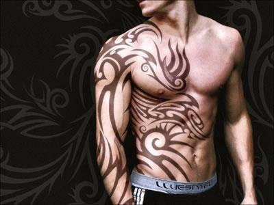 tatuagem tribal na barriga