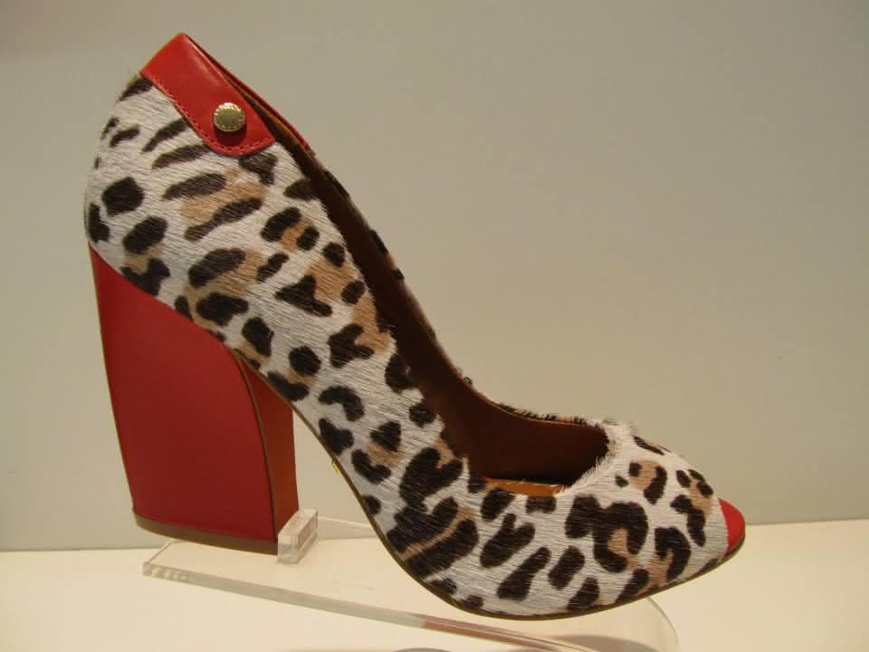 ef7ceb69ae Fotos   Modelos. Sapatos com Salto Quadrado