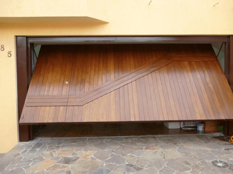 fotos de portões de madeira para garagem